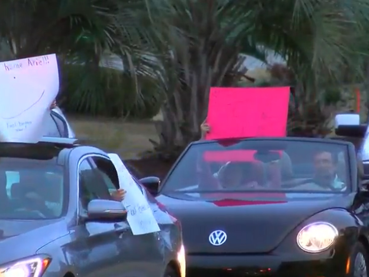 Neighbors welcome 13-year-old home with Christmas parade after battling leukemia, COVID-19 over holidays