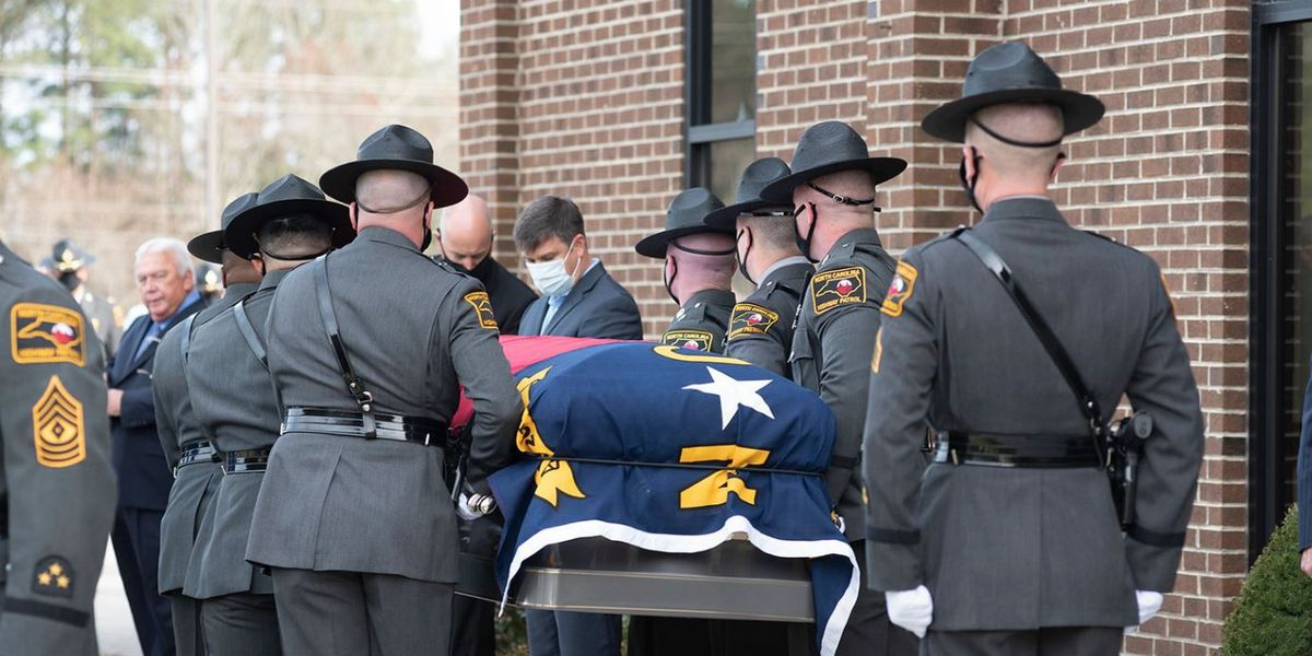 'All of our hearts hurt': Community honors N.C. trooper who died after month-long COVID-19