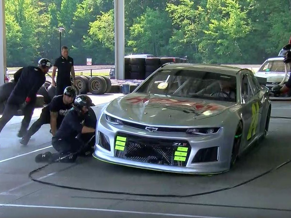 NASCAR pit crews prepare for Southern 500 at Darlington