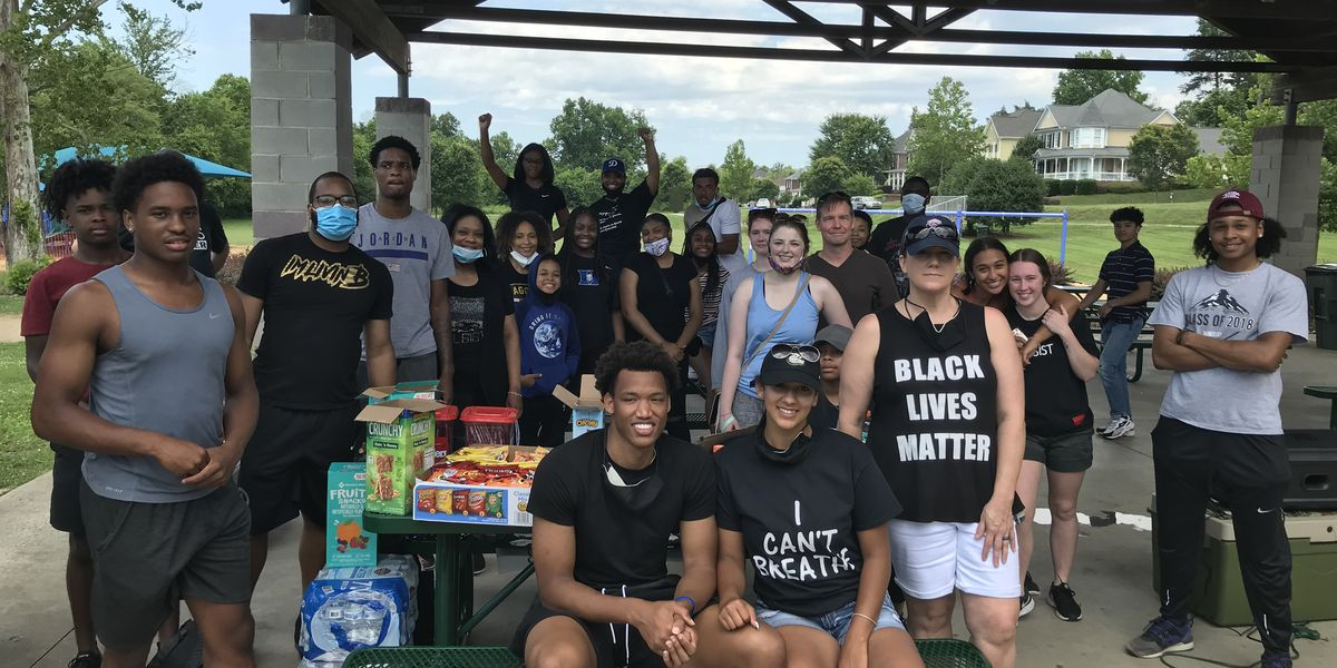 Duke's Wendell Moore helps lead peaceful rally in Concord