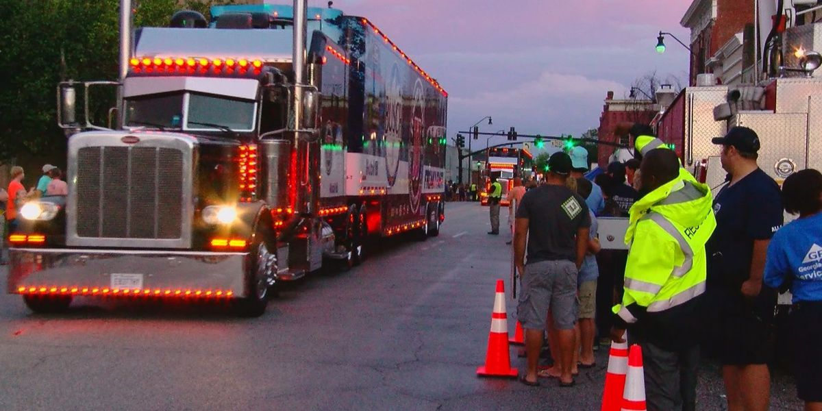 Car hauler parade gets Darlington community excited for Labor Day race