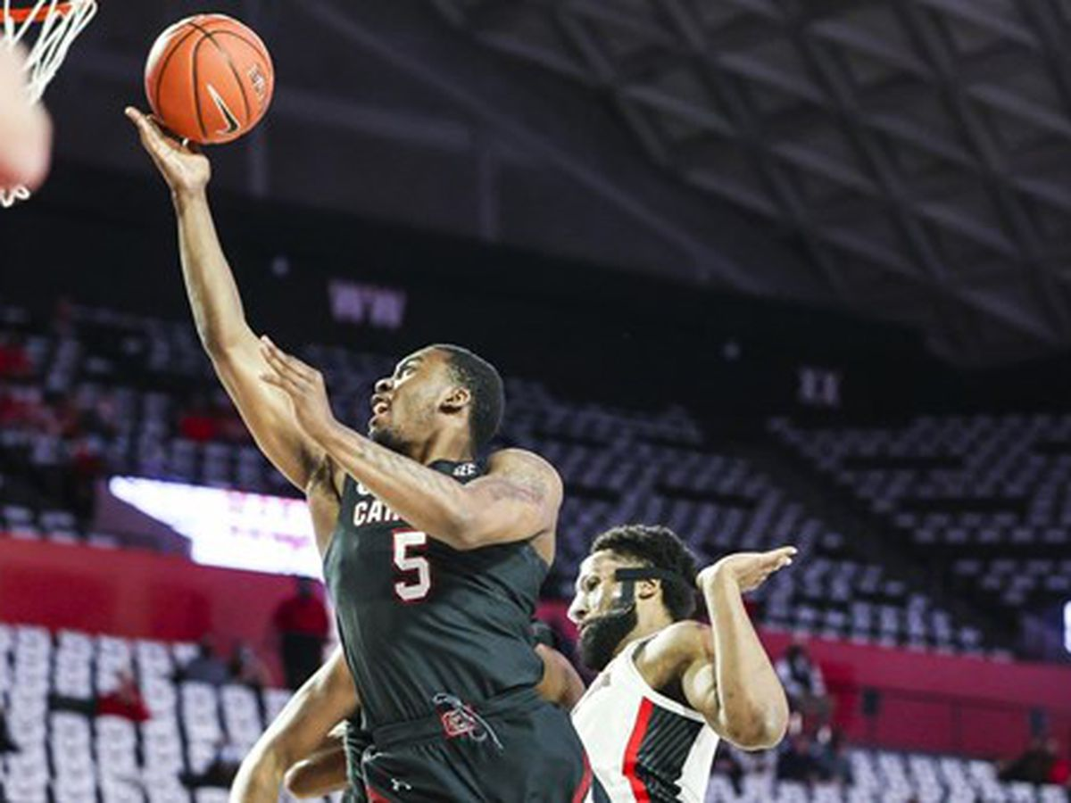 South Carolina beats Georgia to end six-game losing streak