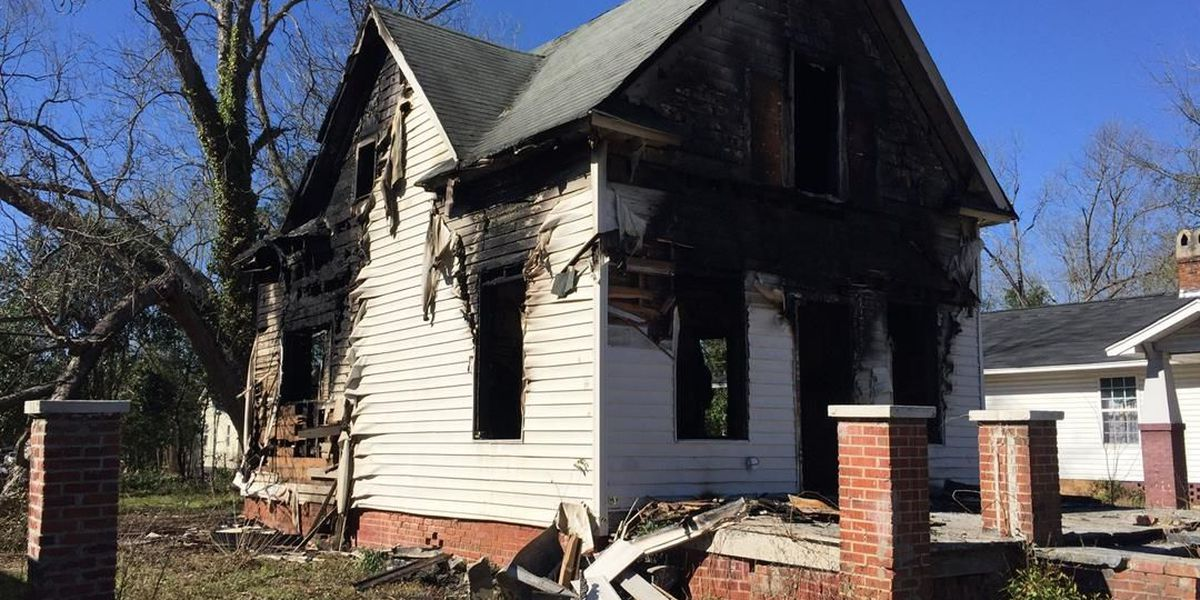 Florence firefighters extinguish vacant house fire