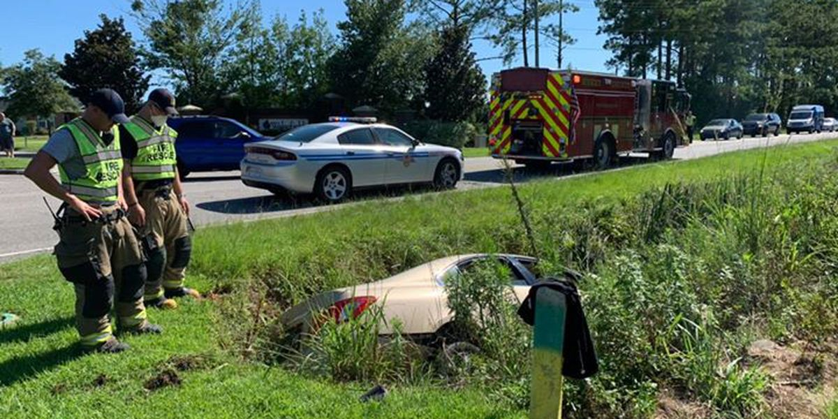 Lane closed on Hwy. 90 after car runs into ditch