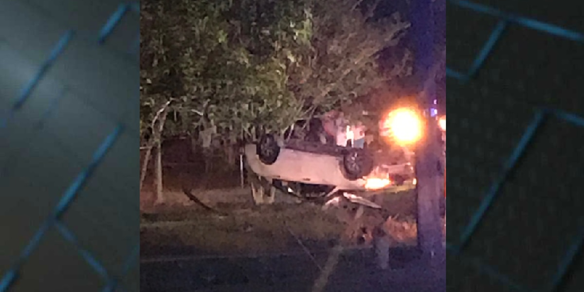 High-speed chase involving stolen car ends in wreck in Darlington County, driver arrested
