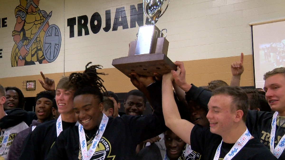 Green Sea Floyds football team presented medals after state championship win
