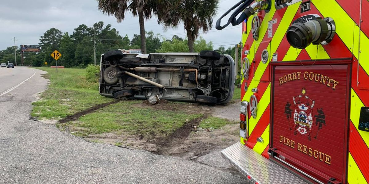 Car takes out light pole in crash on S.C. 544