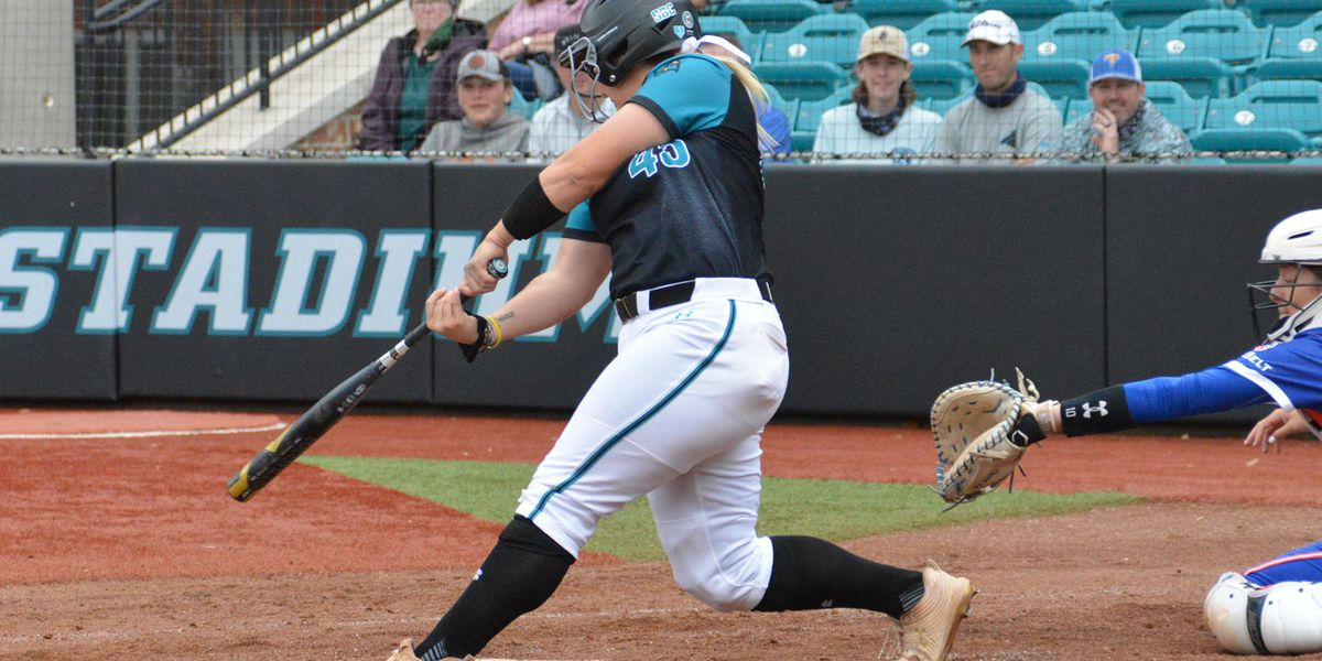 Sweigart's two-homer outing leads CCU past UT Arlington, 8-5