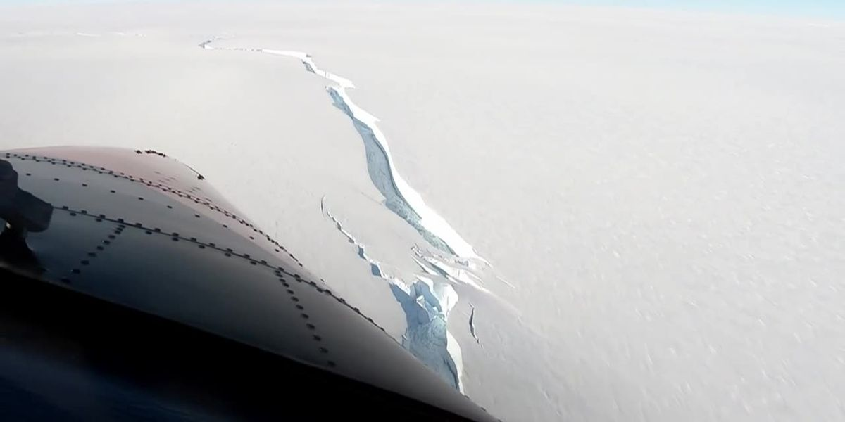 Iceberg bigger than NYC breaks off Antarctica