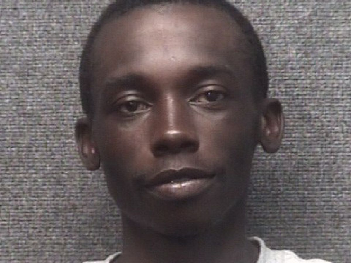Man arrested, accused of robbing Murphy Express