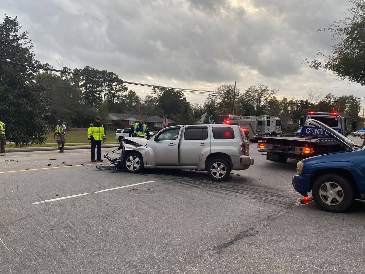 Injuries reported in multi-car crash in Conway