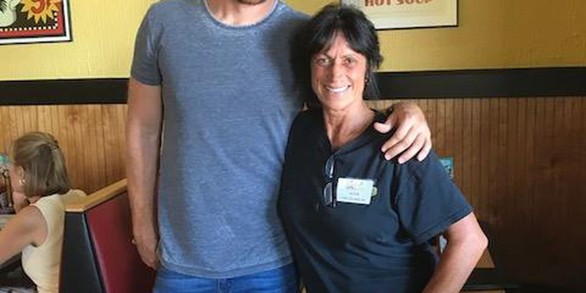 Country music star stops at Myrtle Beach diner ahead of CCMF performance