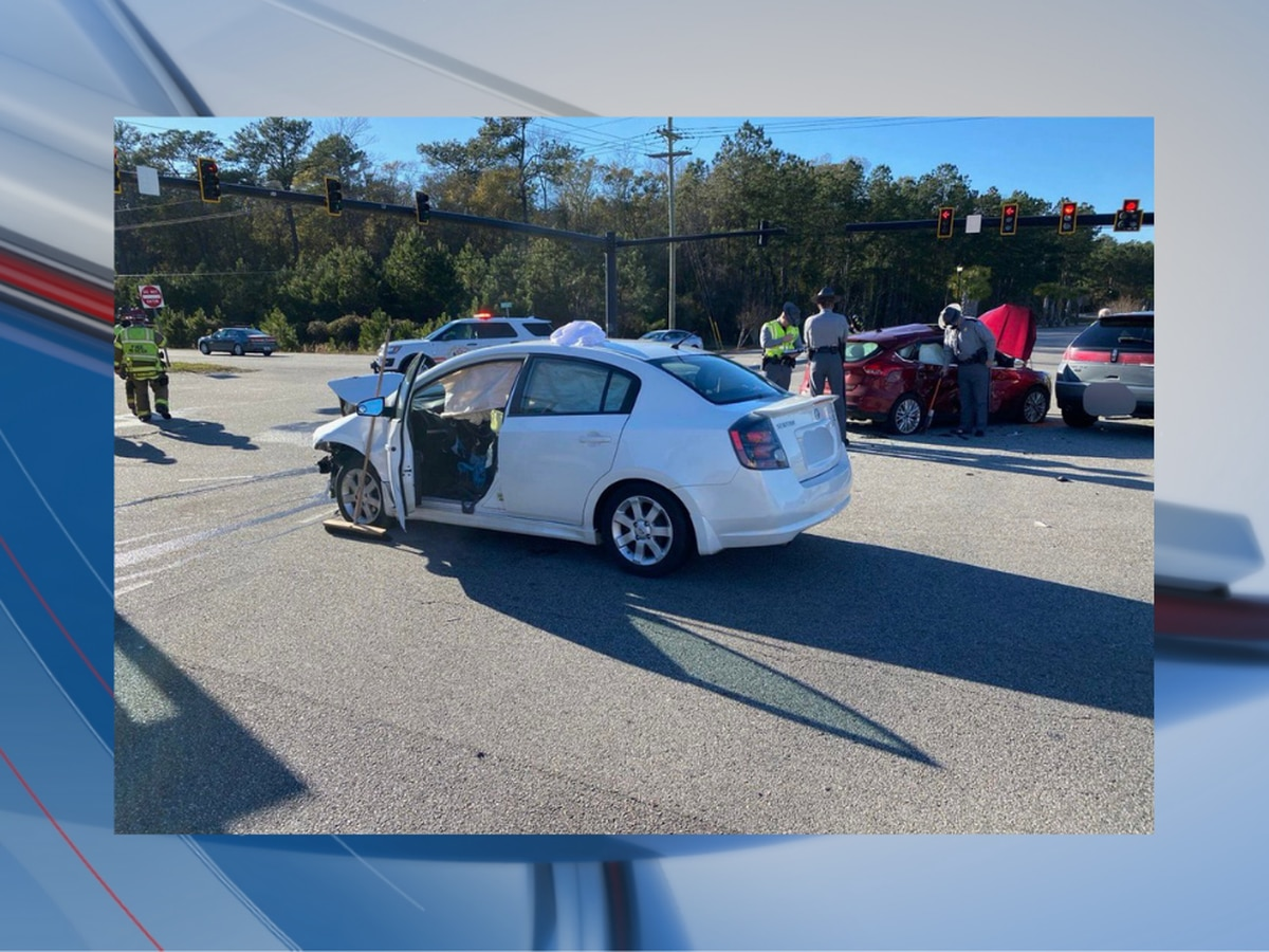 3 injured after crash involving entrapment in Horry County, crews say