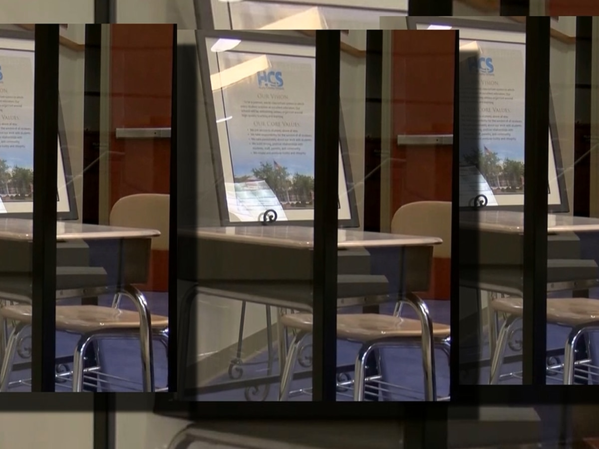 Horry County parent raises concerns after plexiglass picture circulates on social media