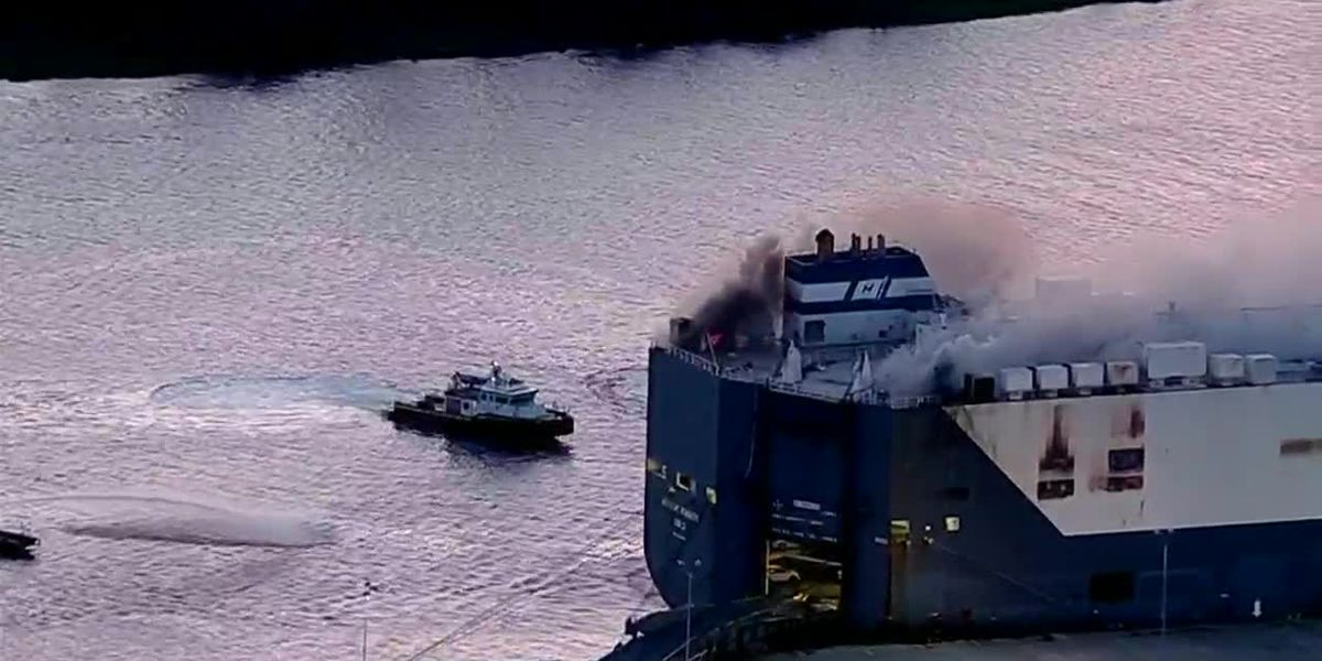 Firefighters injured after ship explosion in Florida