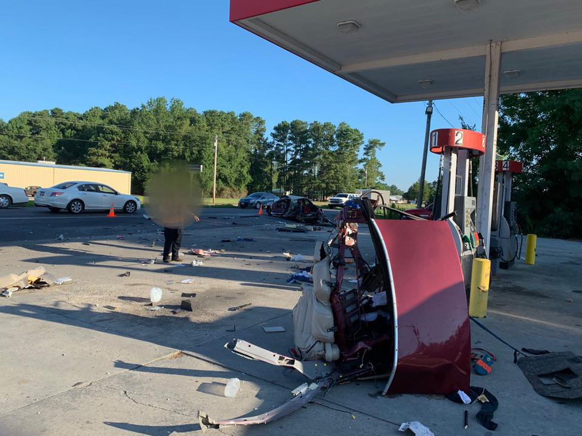 Ten injured, convenience store hit in three-car crash in Loris