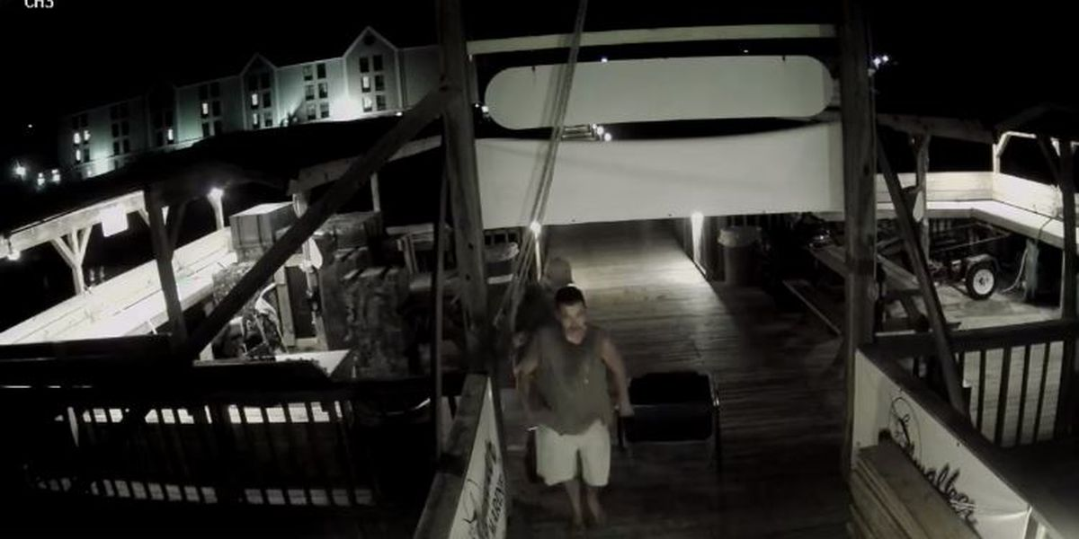 Georgetown deputies searching for duo accused of overnight marina robbery
