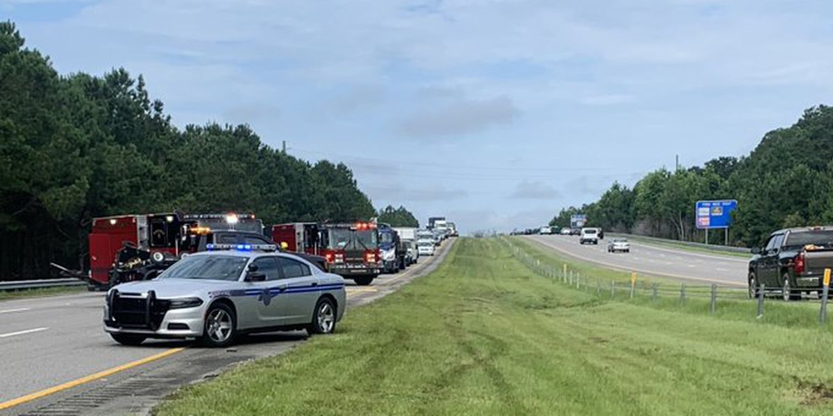Multi-vehicle crash closes northbound lanes on Highway 31