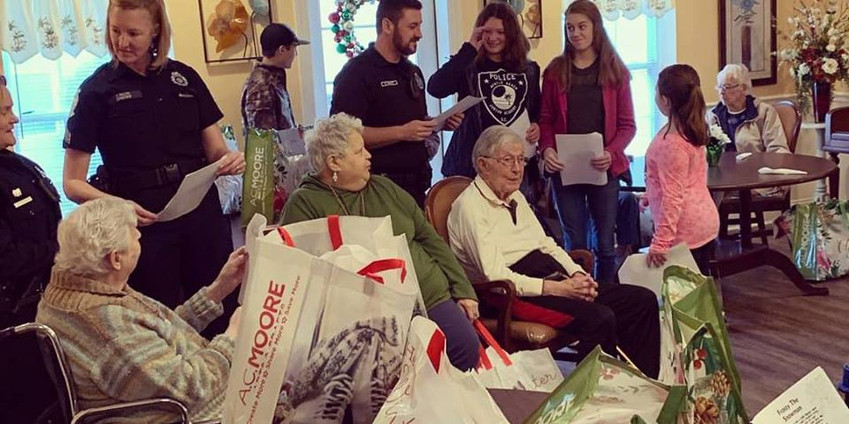 Myrtle Beach officers make holidays brighter for some elderly residents