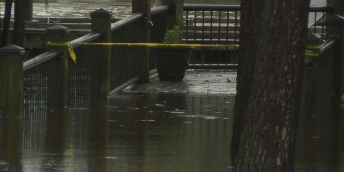 People prepare for Waccamaw River flooding