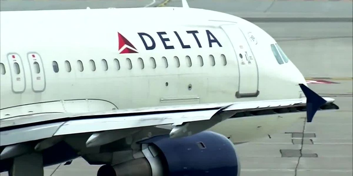 Delta flight attendant writes special note to deaf teen passenger