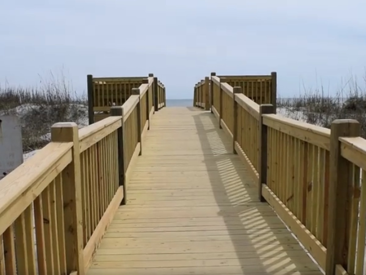 New dune crossover rebuilt along Myrtle Beach oceanfront