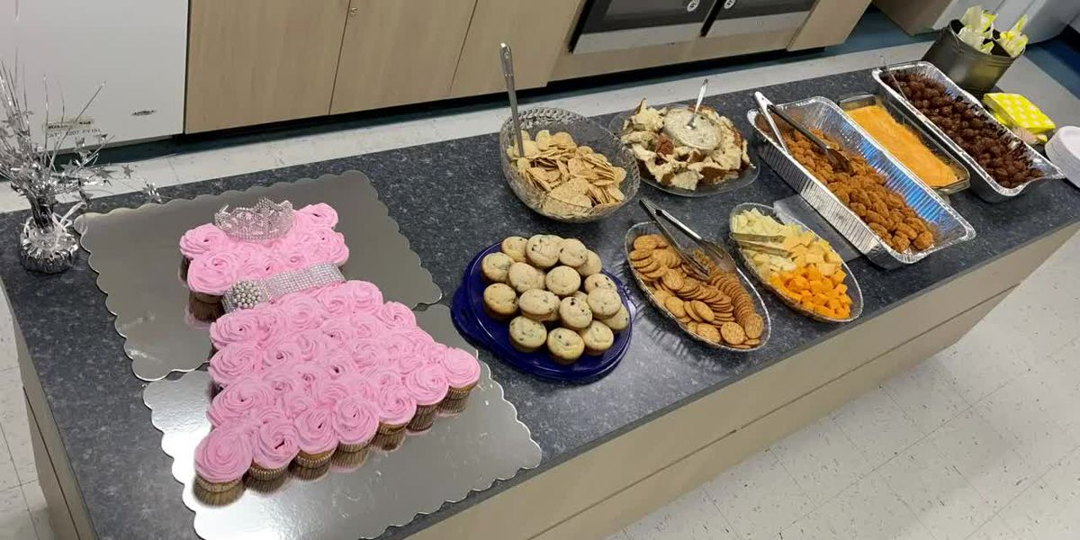 Sophomores organize mock baby shower for parents in need