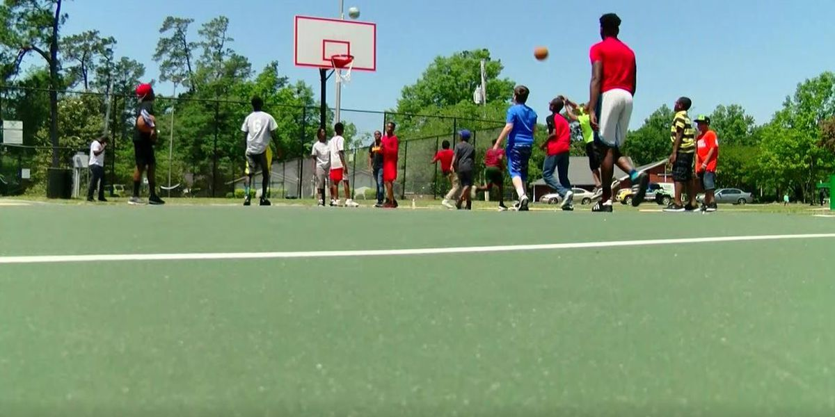 Conway residents, police officers build relationship through basketball