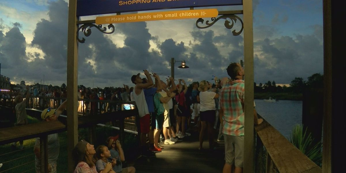 Thousands pack Georgetown for the solar eclipse