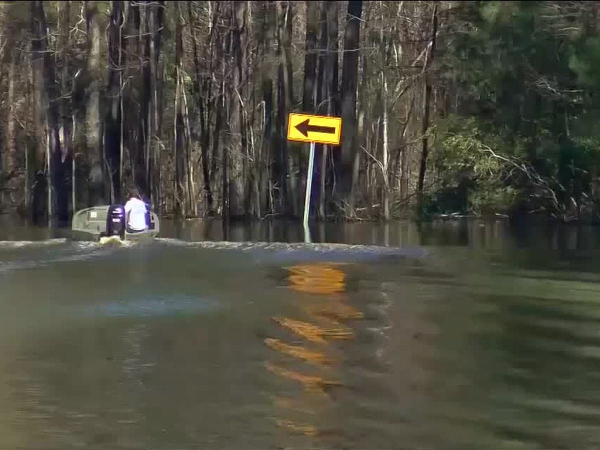 'I want to get out of here': Flooding continues for neighborhood along Waccamaw River