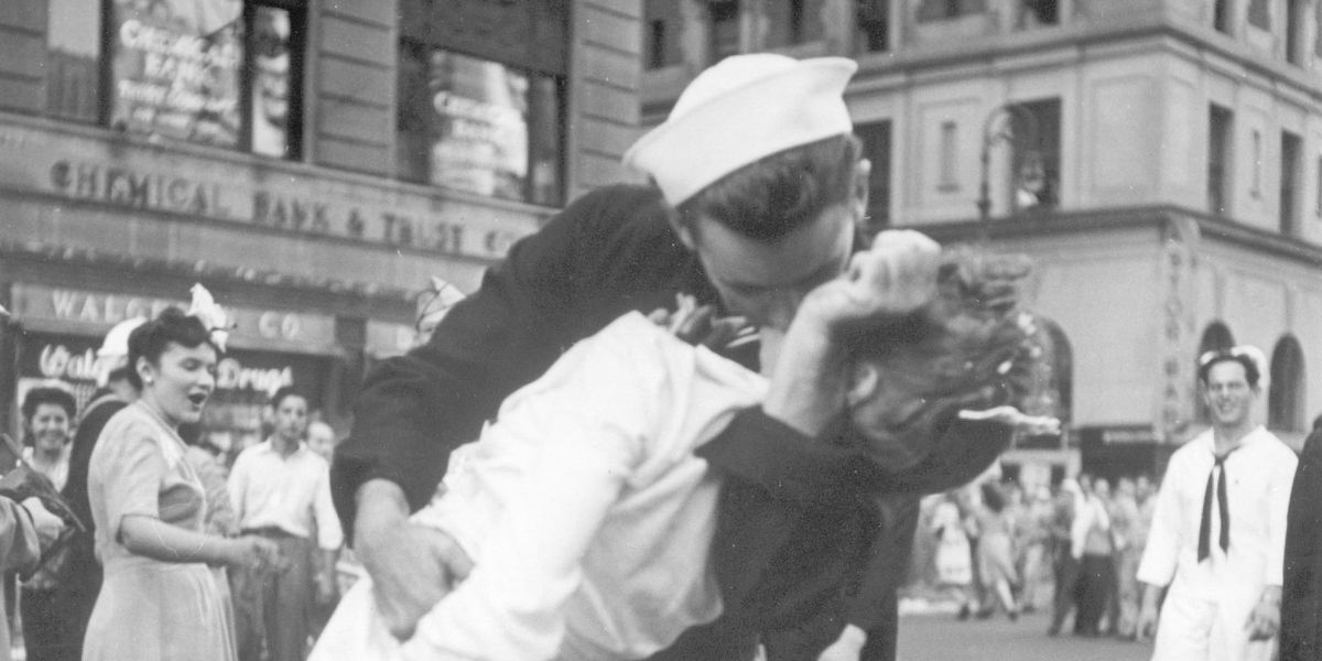 Sailor from iconic V-J Day kiss photo dies aged 95