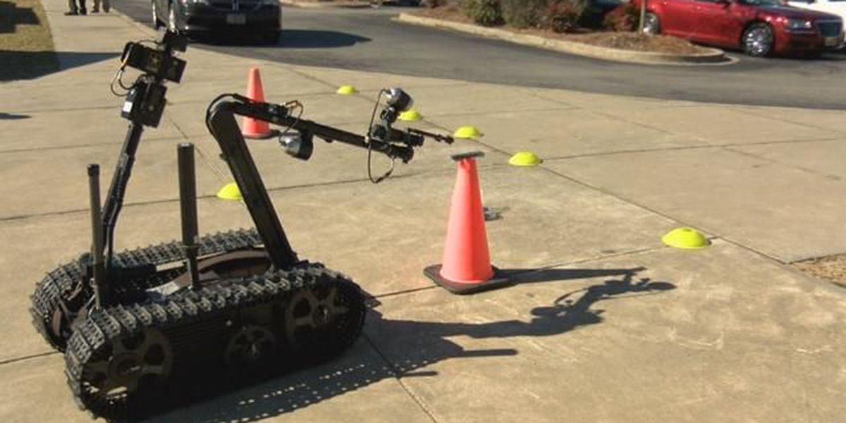 Vehicle gives students a look at Army's technology