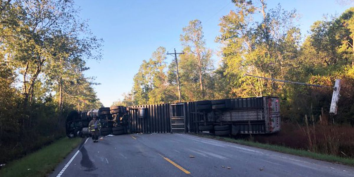 Horry County highway near state line reopened after 18-wheeler flipped on its side