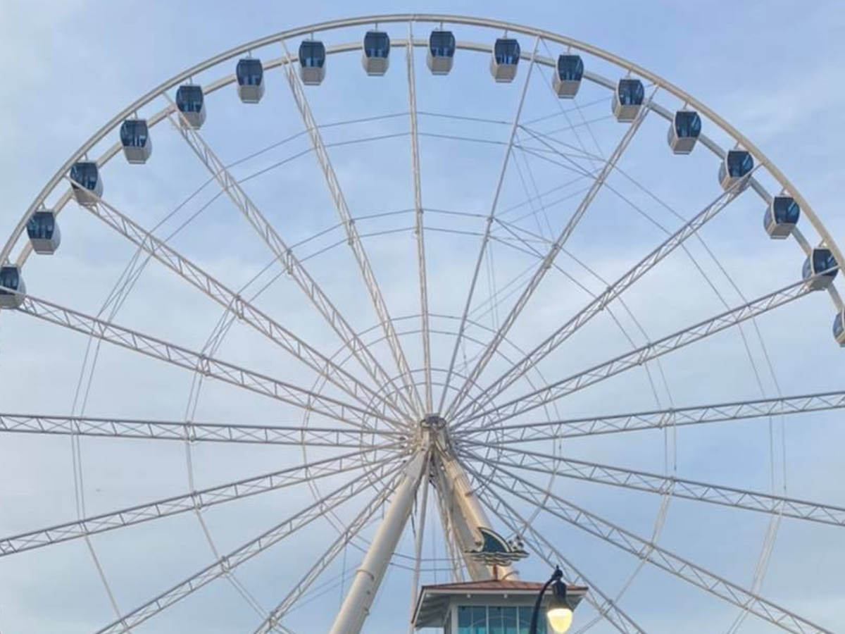 'A familiar sight': All gondolas reattached to the Myrtle Beach SkyWheel