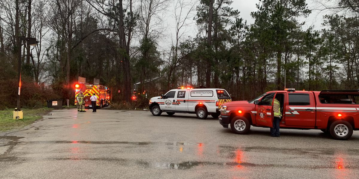 Crews battle fire in Horry County
