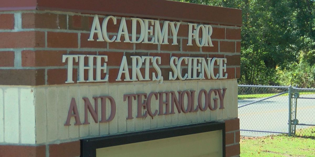 Parents, students pack HCS board meeting over proposed changes to STEM schools