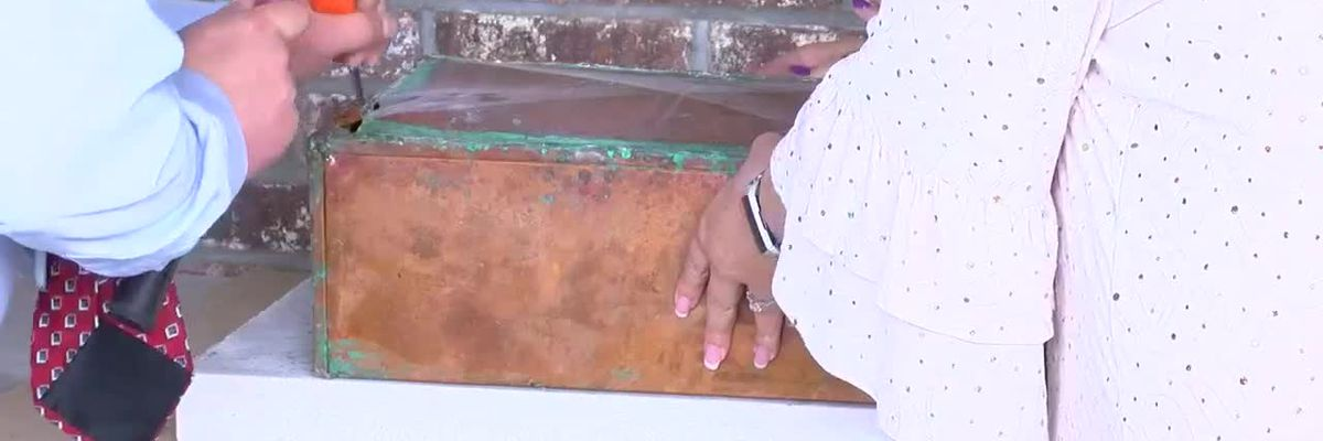 Horry County elementary school opens 30-year-old time capsule