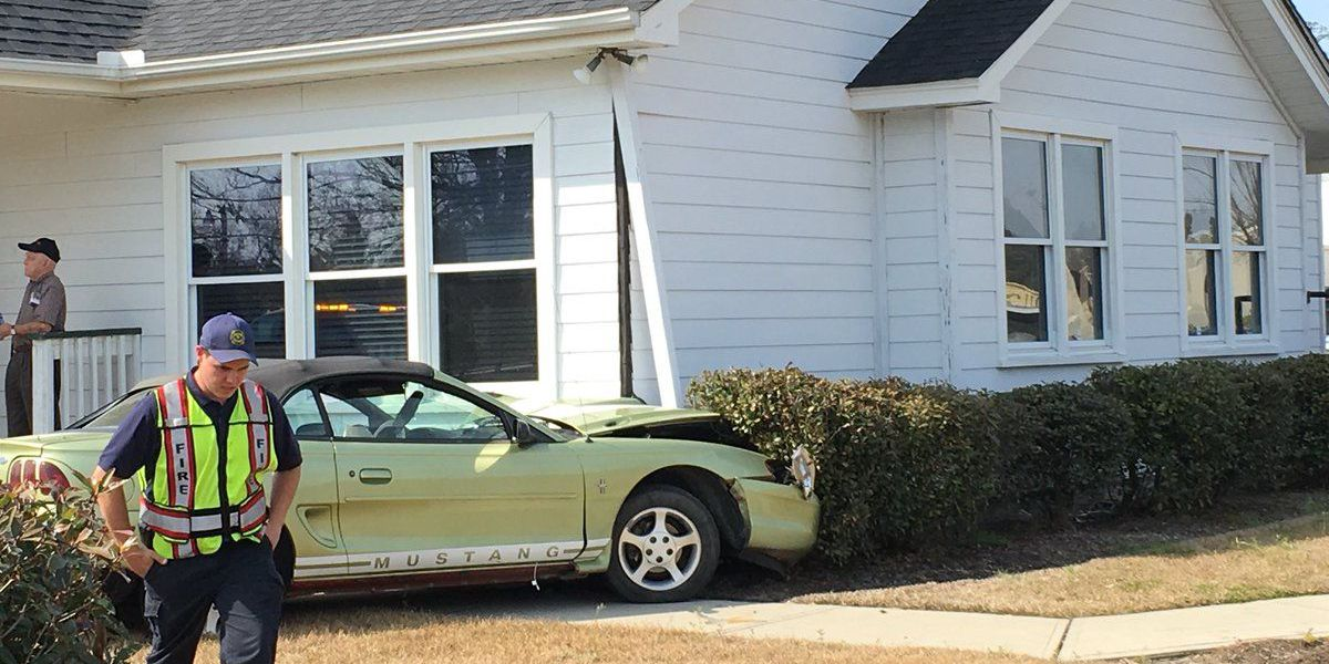 Car crashes into building in Conway, one minor injury reported