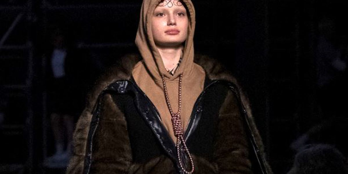 Burberry apologizes for hoodie with noose knot