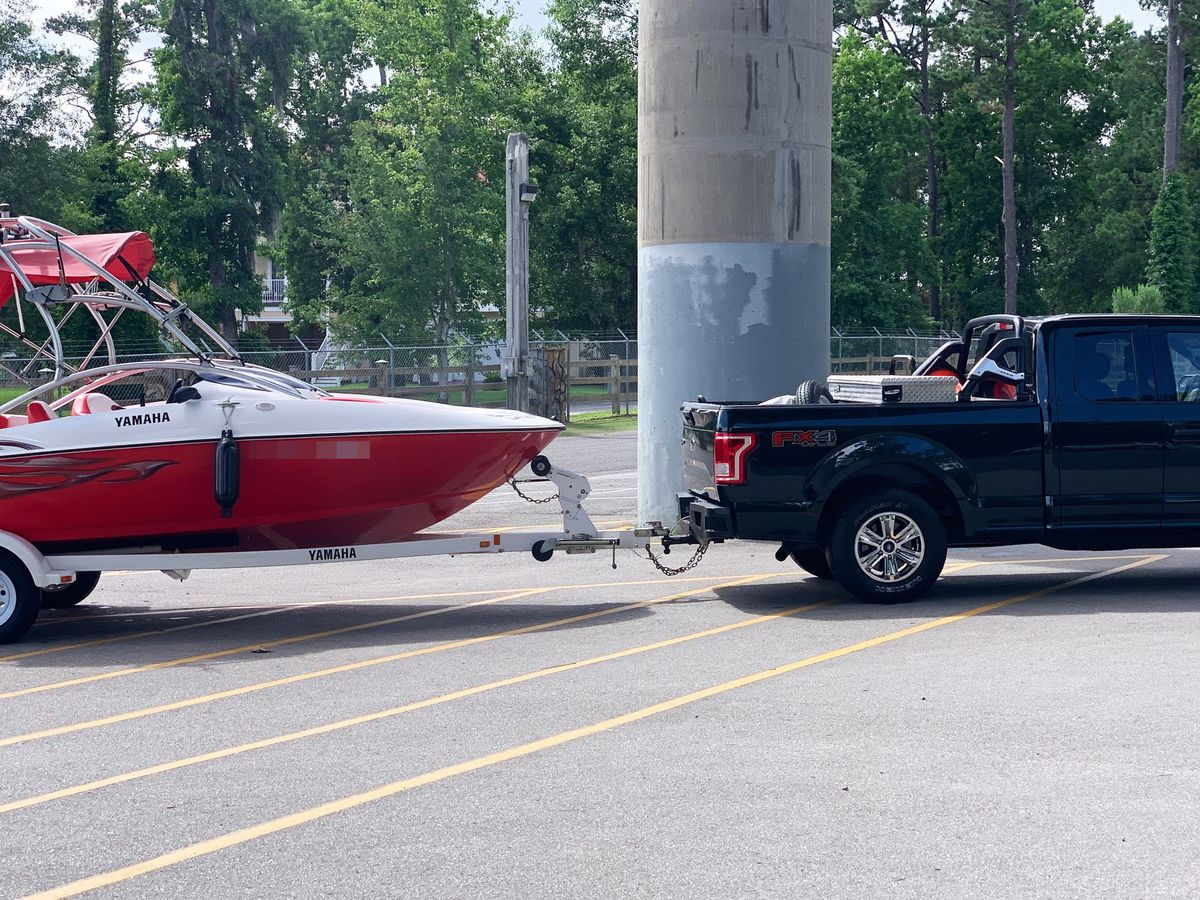 Emergency crews respond to boat taking on water along Waccamaw River