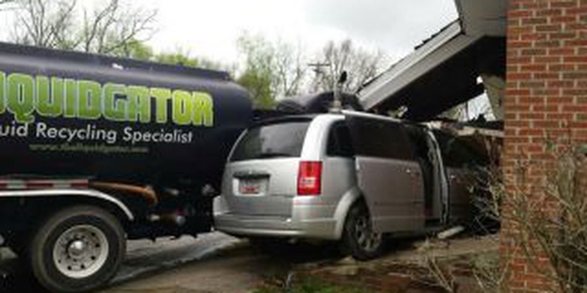 Tractor-trailer, minivan slam into Bennettsville church