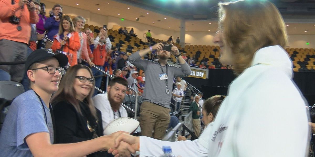 Clemson players meet teen battling leukemia at National Championship game