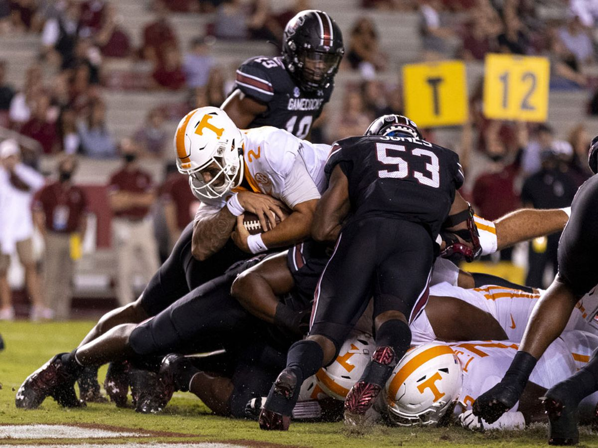Gamecocks fall to Tennessee 31-27 in season opener