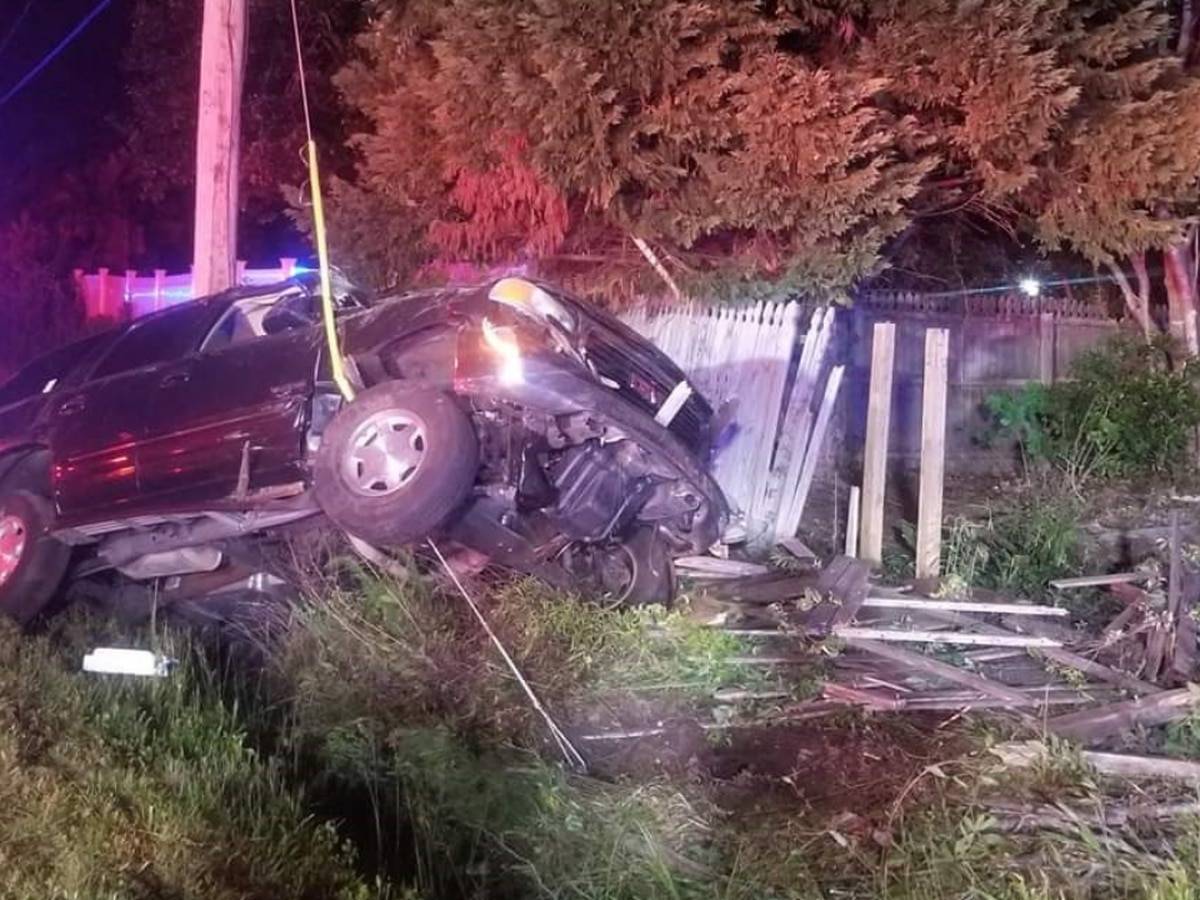 SCHP: Driver flees crash scene after vehicle gets stuck on tension wire