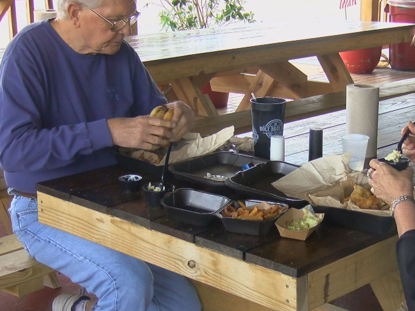 'I'm very thankful': Florence restaurant owner amazed by community during outdoor dining reopening