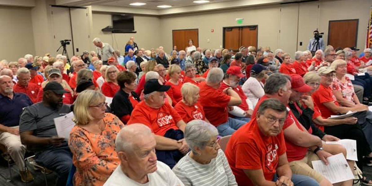 Anger, tears fill room after Indian Wells Golf Course rezoning approved by planning commission