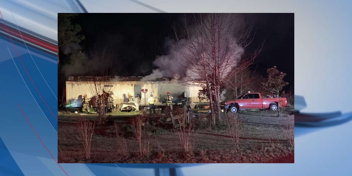 1 injured following structure fire in Loris, crews say