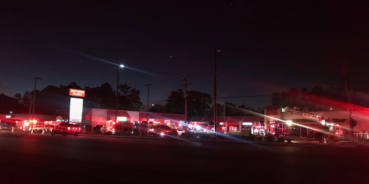 Firefighter injured battling blaze at Socastee restaurant