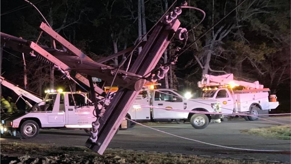 Crash into power pole leaves thousands in the dark near Conway
