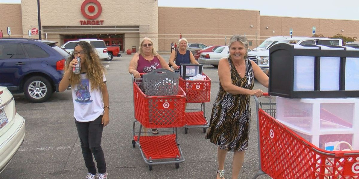 Grand Strand shoppers enjoy the beginning of tax-free weekend